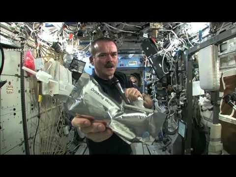 「國際太空站的扭毛巾實驗」- Wringing out Water on the ISS