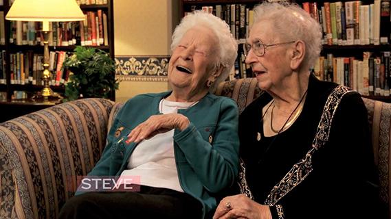 【流行英文】『自拍』英文怎麼說?百歲姊妹淘眼中的流行文化!