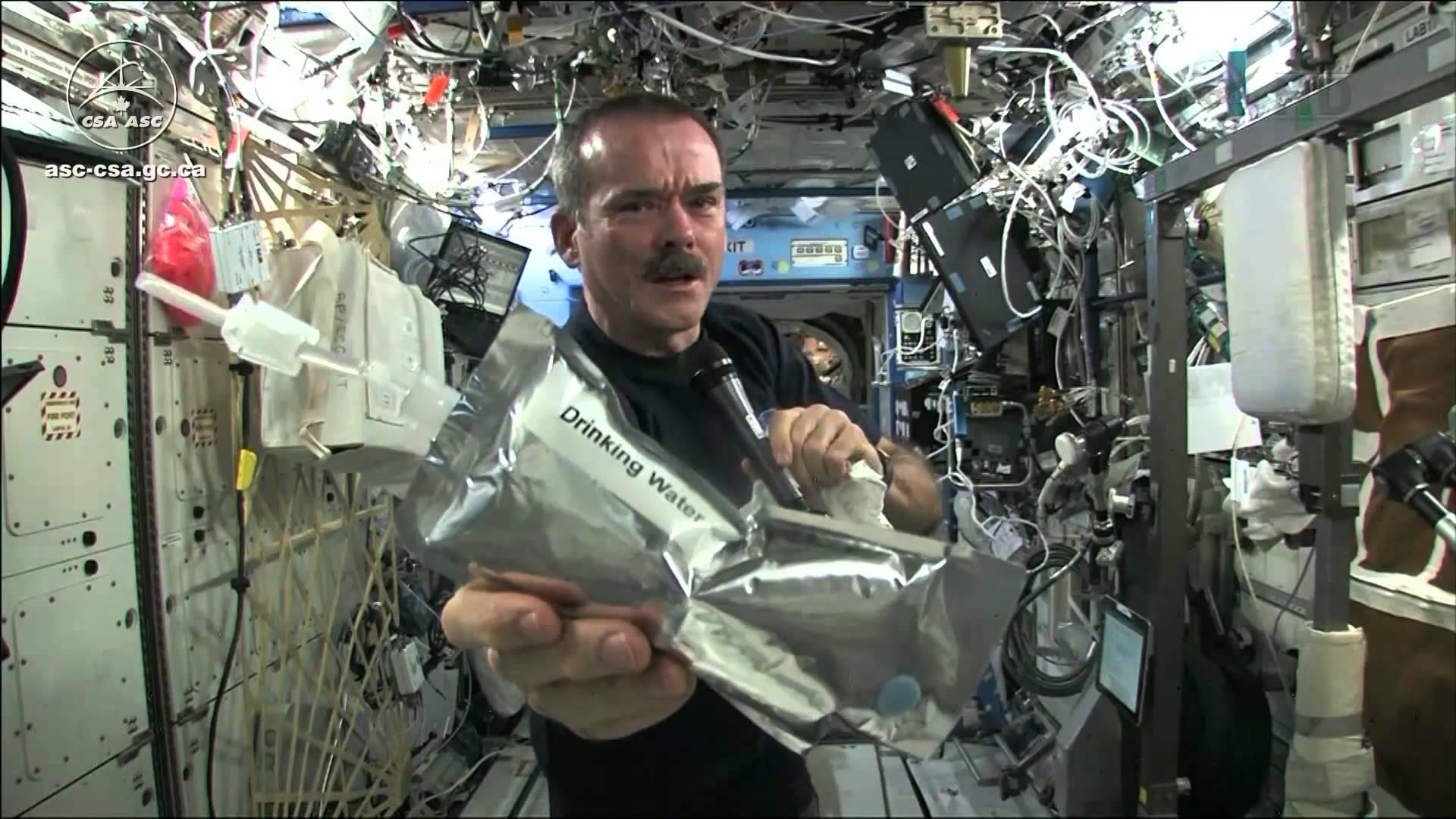 在太空擰毛巾?表面張力的傑作!