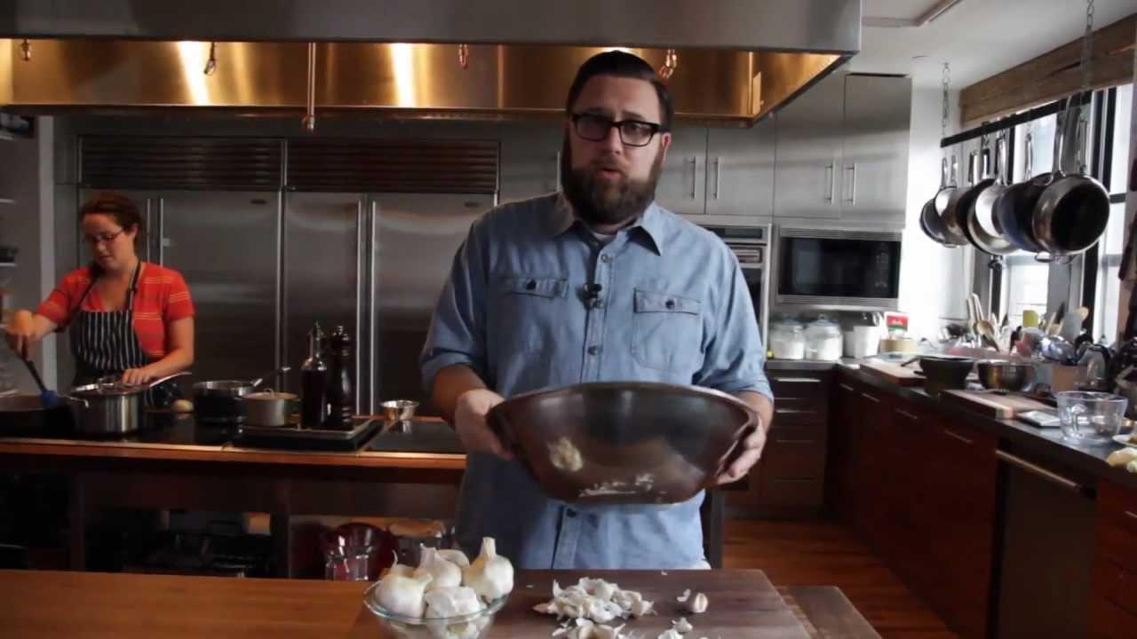 「廚房偷吃步--大蒜十秒脫衣」- How To Peel a Head of Garlic in Less Than 10 Seconds