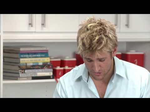 「帥哥主廚教你切洋蔥不流淚秘訣」- How to Cut an Onion with Curtis Stone
