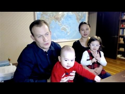 「BBC 直播爆紅,淡定教授一家現身說法」- The Family behind Viral BBC Video Speaks Out
