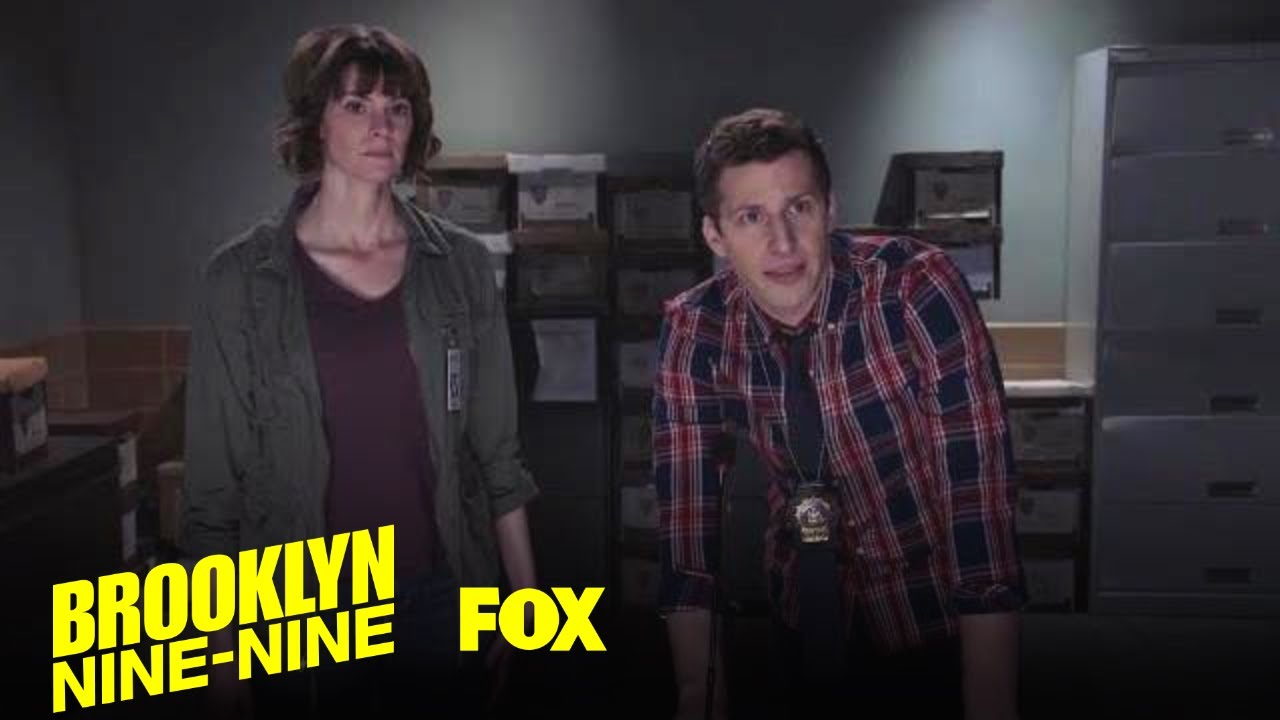 「《荒唐分局》超ㄎㄧㄤ警探找兇手,嗨到像在 KTV?」- Brooklyn Nine-Nine: Jake Makes the Criminals Sing