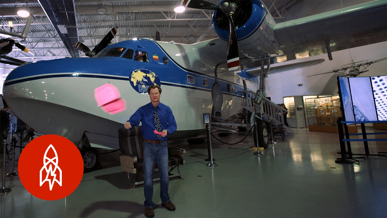 紙飛機世界紀錄保持人!他摺的紙飛機可以飛 65 公尺?!