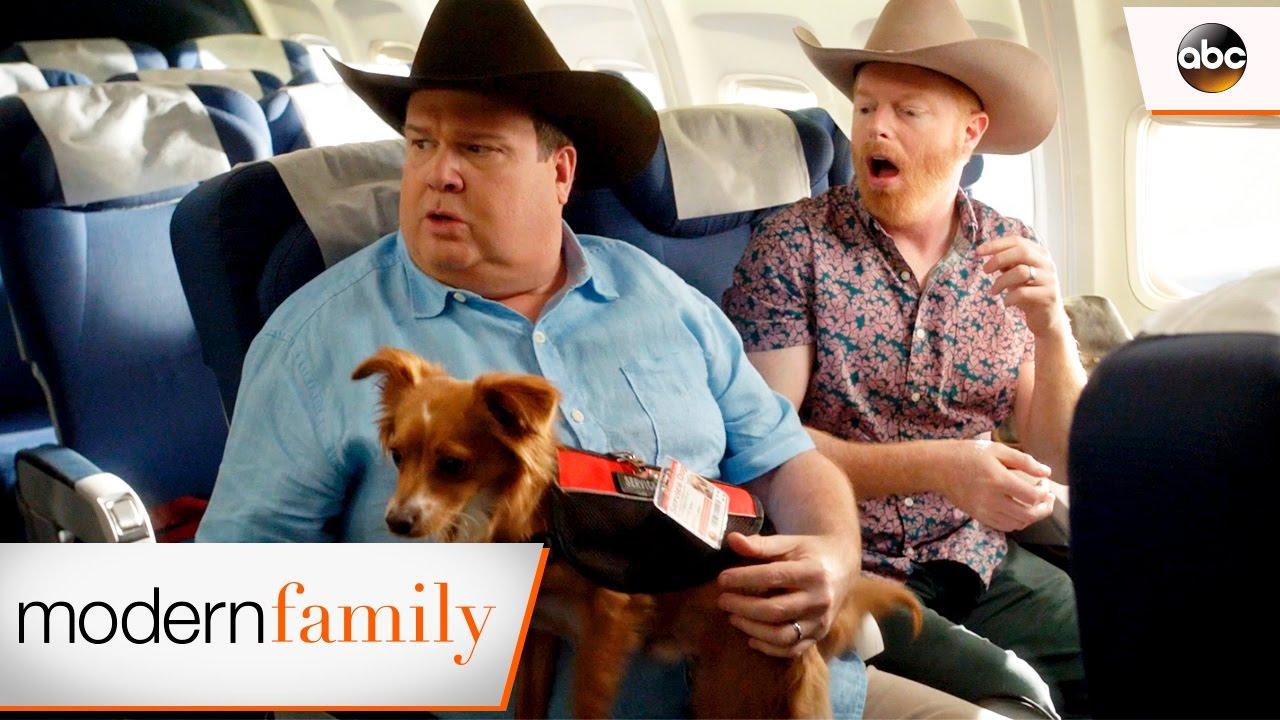 【看美劇學英文】《摩登家庭》Mitch 和 Cam 在機場迷路了